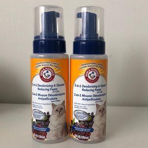 Deodorizing and dander reducing foam for cats